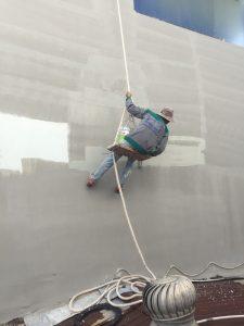 Công ty Hương Chiến đang chống thấm tường nhà mới