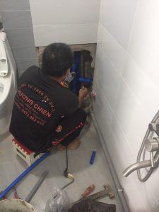 Thợ thay đường nước nóng lạnh âm tường